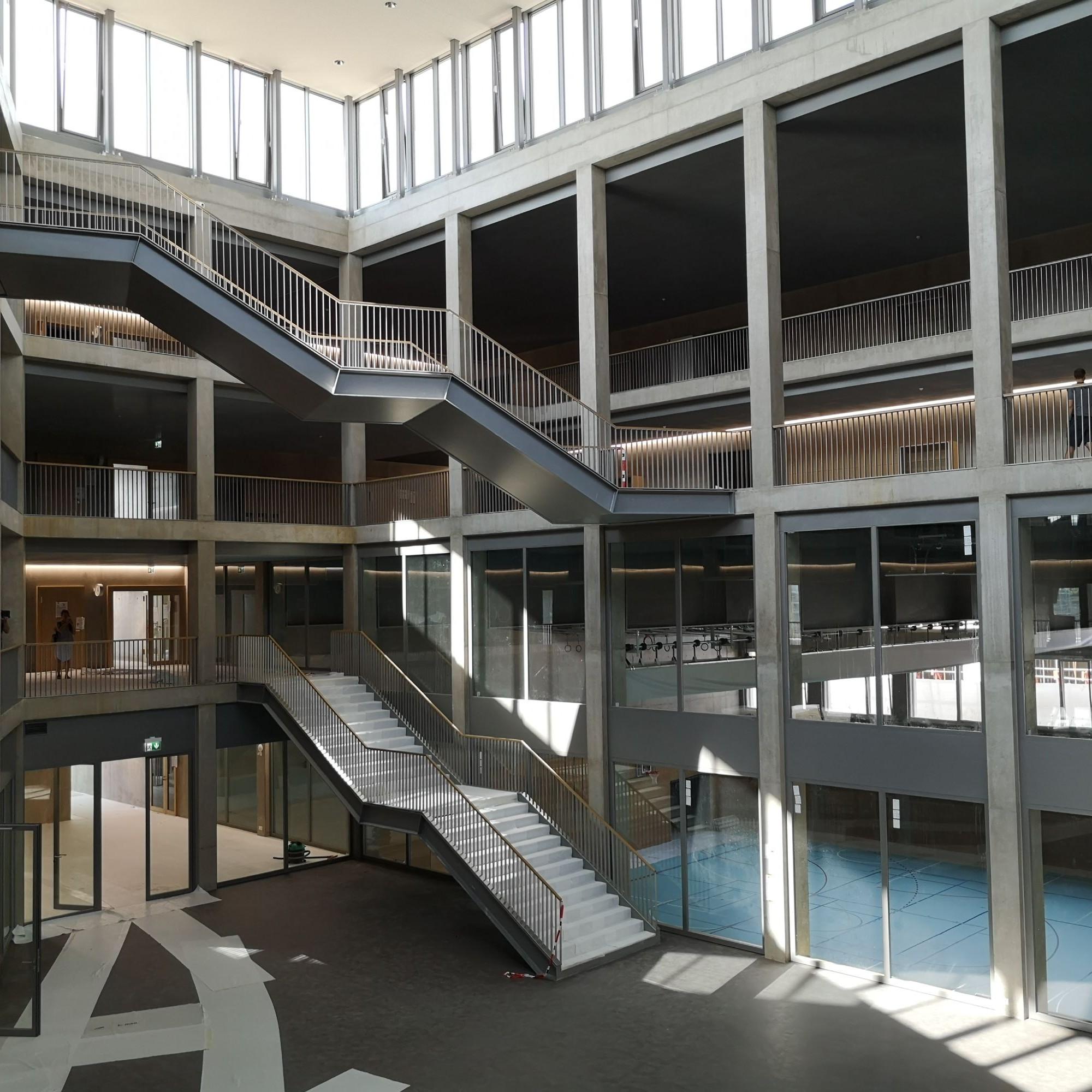Le Collège des Rives accueille ses premiers élèves.
