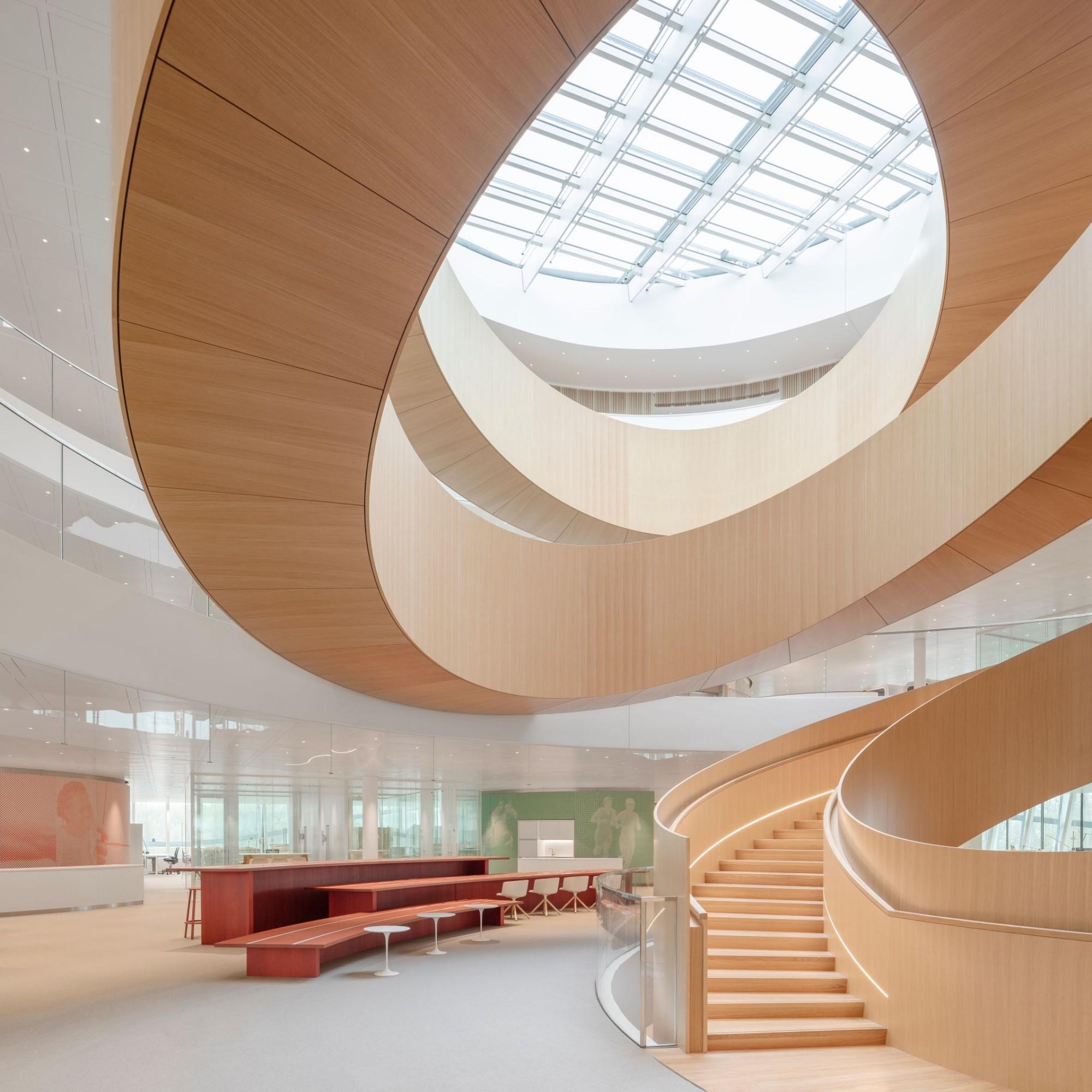 CIO: escalier central de la Maison olympique.