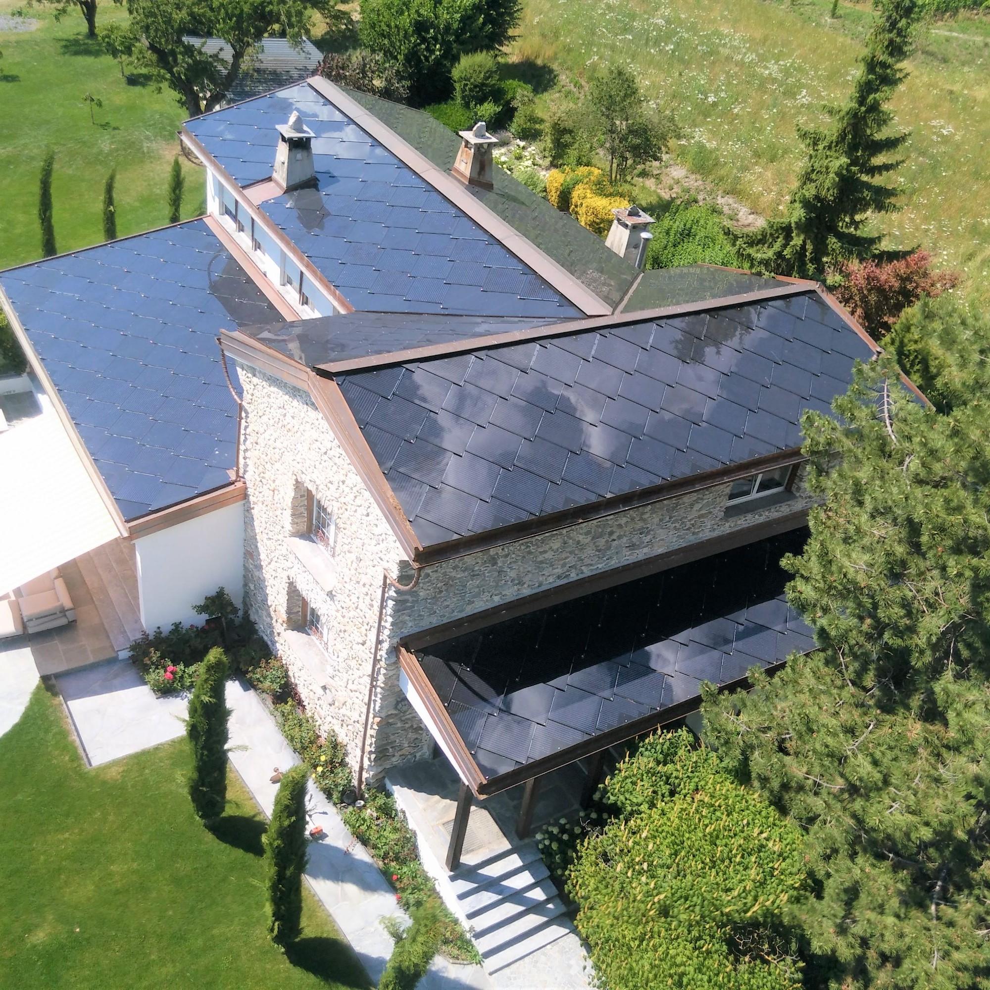 La villa Revaz à Pont-de-la-Morge, près de Sion s'impose comme le plus ancien bâtiment à énergie positive de Suisse.