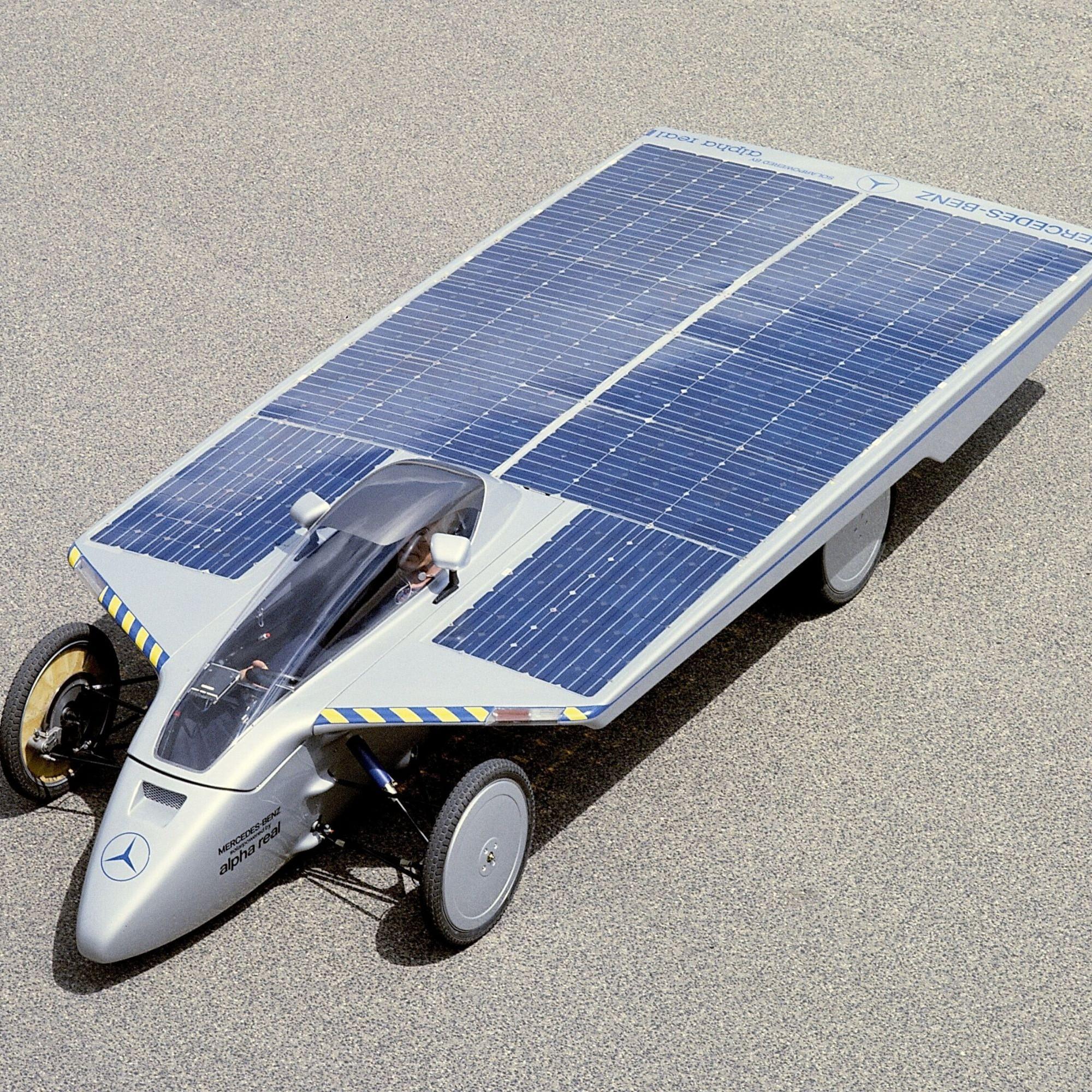 La voiture de course solaire Alpha Real de Mercedes a bouclé, en 1985, le premier Tour de Sol en un temps record