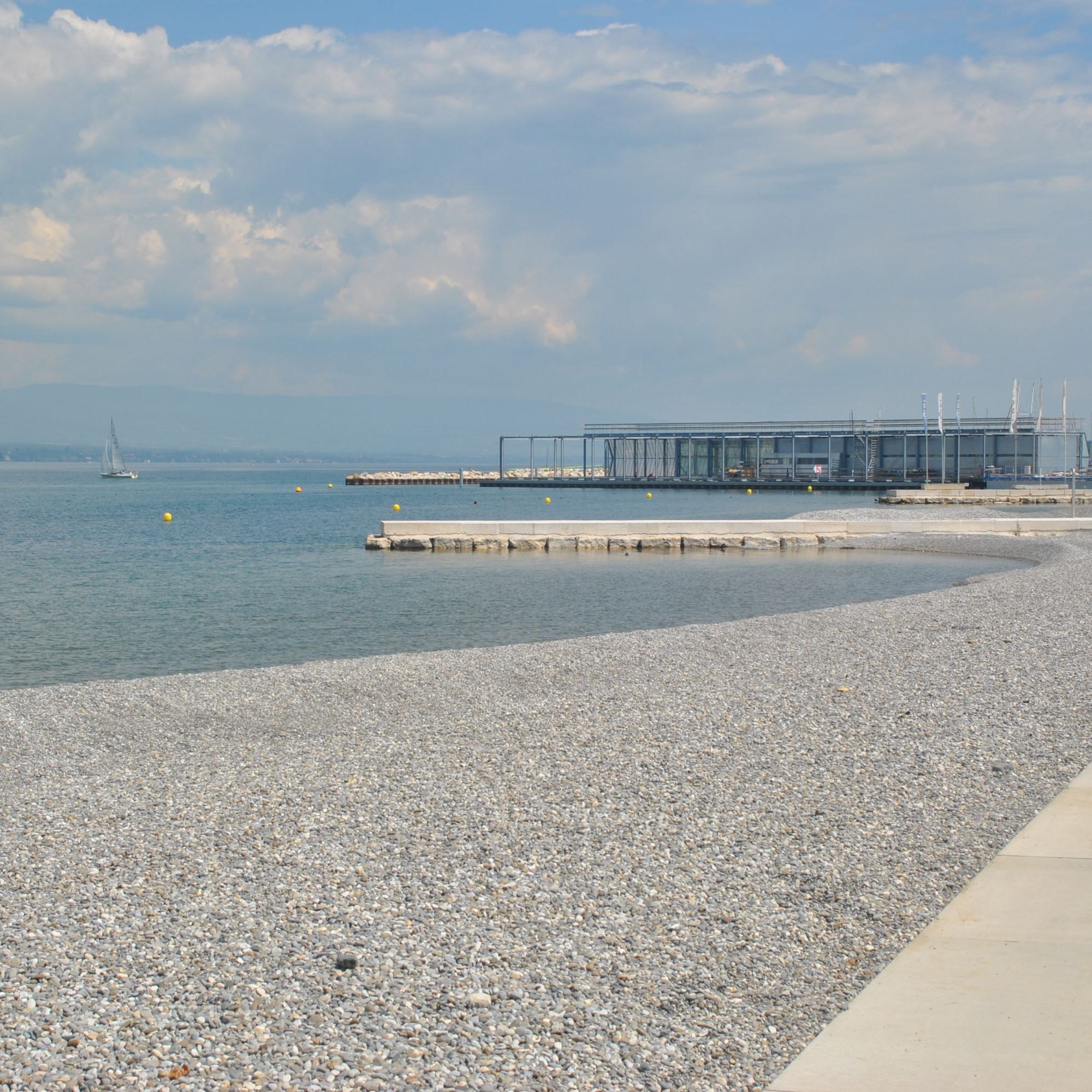 L'ouverture de la nouvelle plage des Eaux-Vives, à Genève, avait dû être reportée en août en raison des mesures de sécurité sanitaire prises sur le chantier.