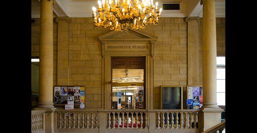 A l'intérieur, l'accès au livre est monumental. Un sacré défi pour les architectes de le réaménager aujourd'hui.