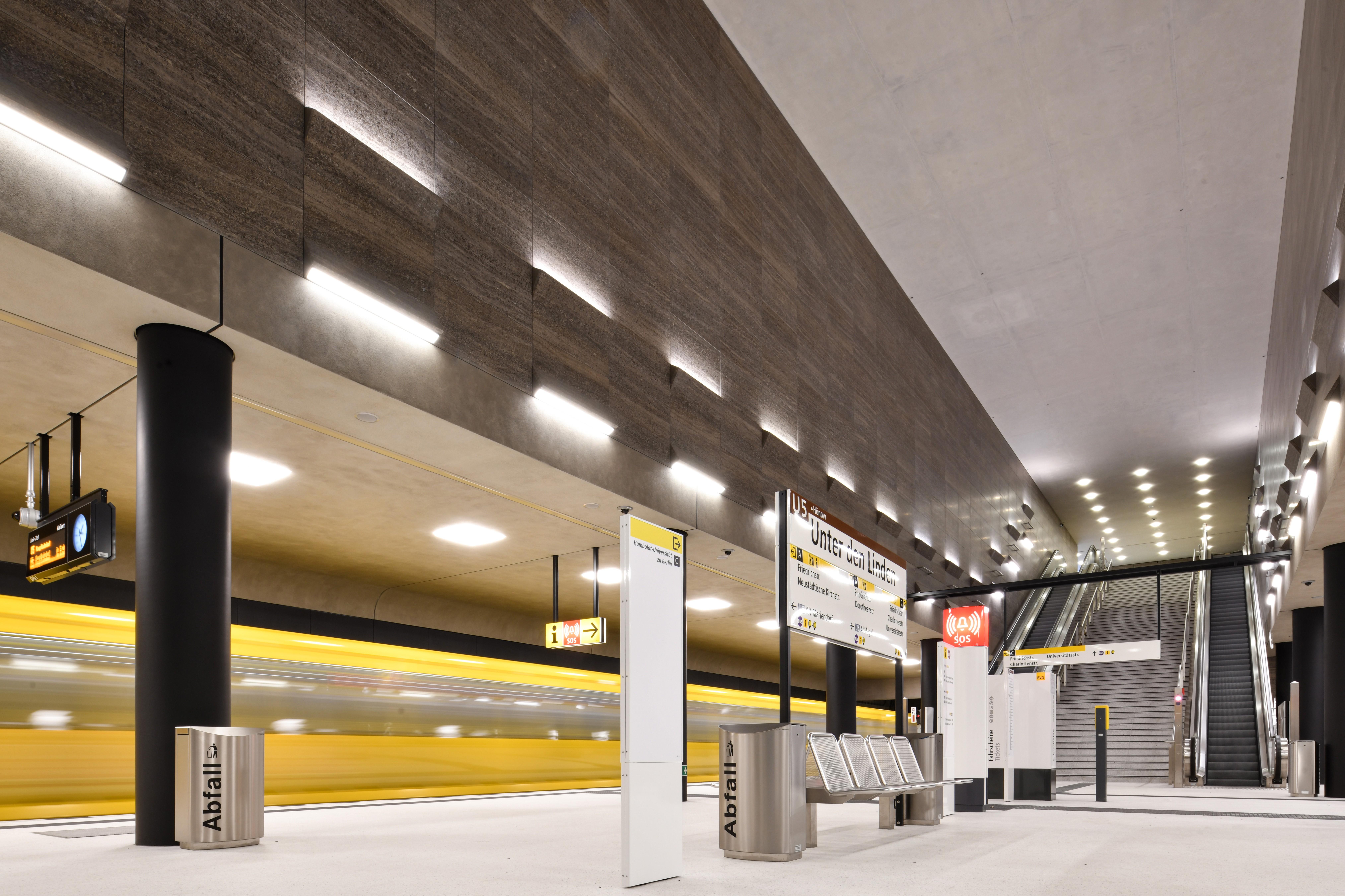 Unter_den_Linden_Metro_Berlin