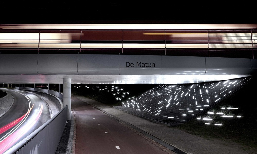 Assen, l'installation lumineuse Een Spoor van Water (Un sentier d'eau) de l'artiste Matthias Oostrik.