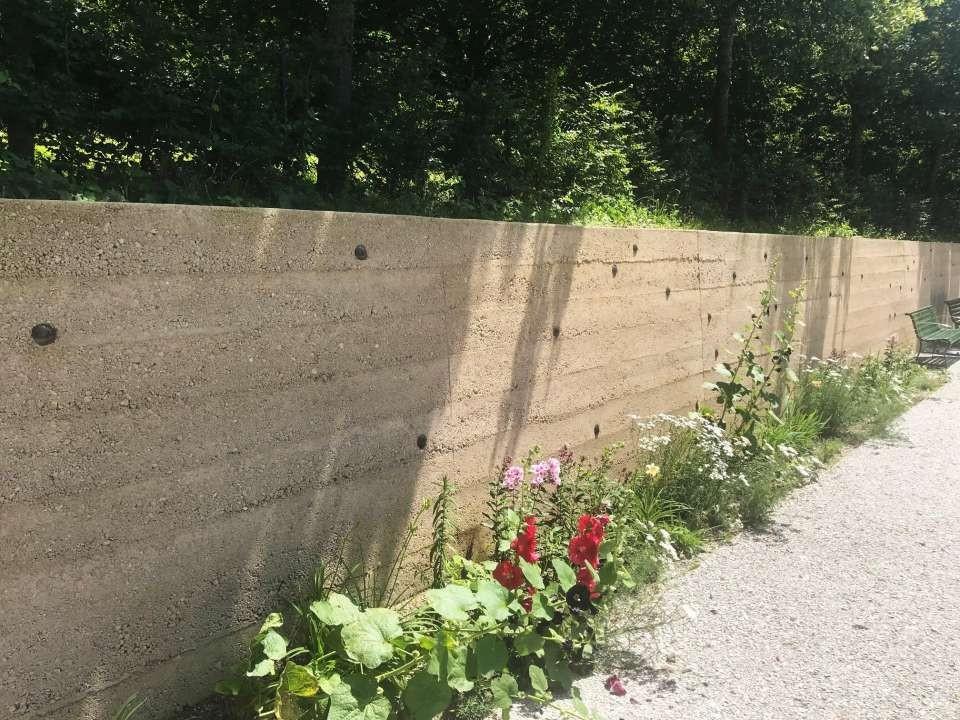 Le mur du manoire du Désert a été entièrement rénové