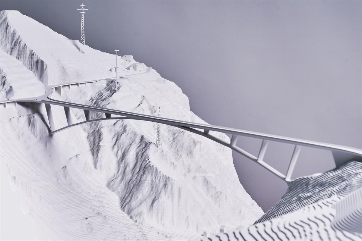 """Le projet lauréat """"un solo arco"""" prévoit un pont en arc en acier de 420 mètres de long, traversant une vallée."""