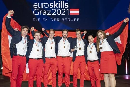 Remise des médailles à l'Euroskills le 26 septembre à Graz, l'équipe suisse empoche 14 médailles.