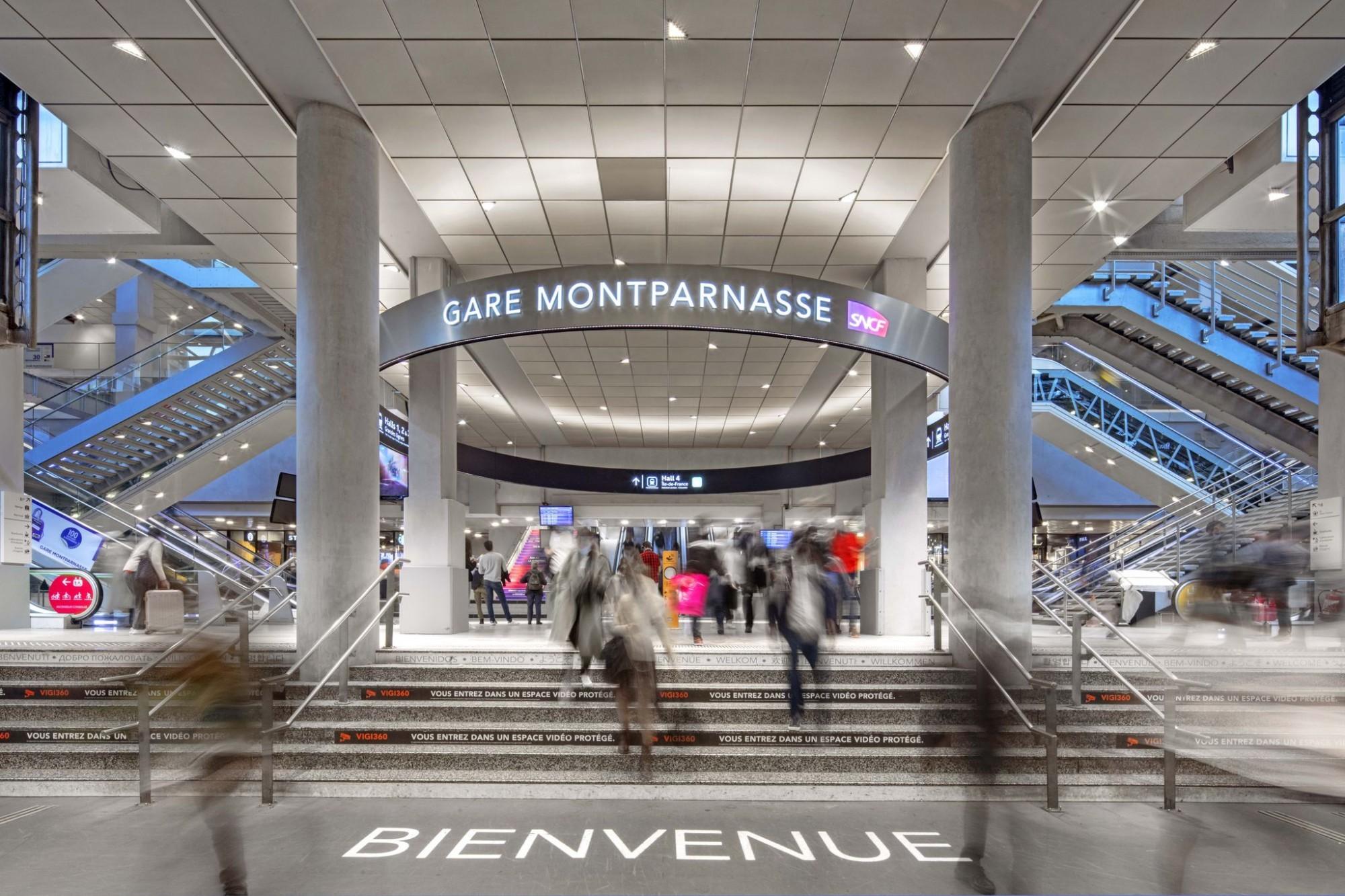 Entrée de la gare de Montparnasse.