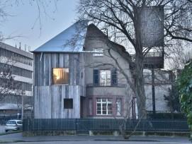 Gagnant première construction 2015: Maison avec arbre / Copyright: Rolf Frei