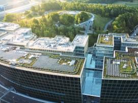 Sur 180.000 mètres carrés, un ensemble de six bâtiments abritant commerces, hôtels, bureaux et salles de conférences.