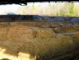 Malgré des travaux d'excavation terminés en 2016, l'ancienne décharge de Bonfol présente encore des signes de pollution.