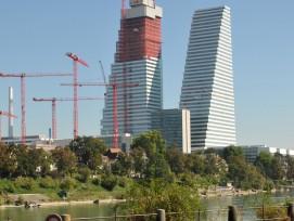 La deuxième tour Roche en construction à Bâle sera pour un temps le plus haut immeuble de Suisse, avec une taille de 205 m.