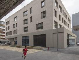 bâtiment d'équipements publics en briques au boulevard St-Georges 21 Genève