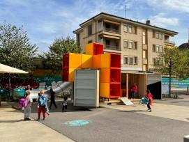 Création à la Sallaz d' une place de jeux à partir d'un conteneur maritime.