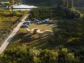 Le pavillon est destiné à inviter les visiteurs de l'île à s'y attarder.