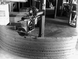 Le prototype de la « machine à construire les murs » d'Urschel lors d'un essai dans le laboratoire de développement.