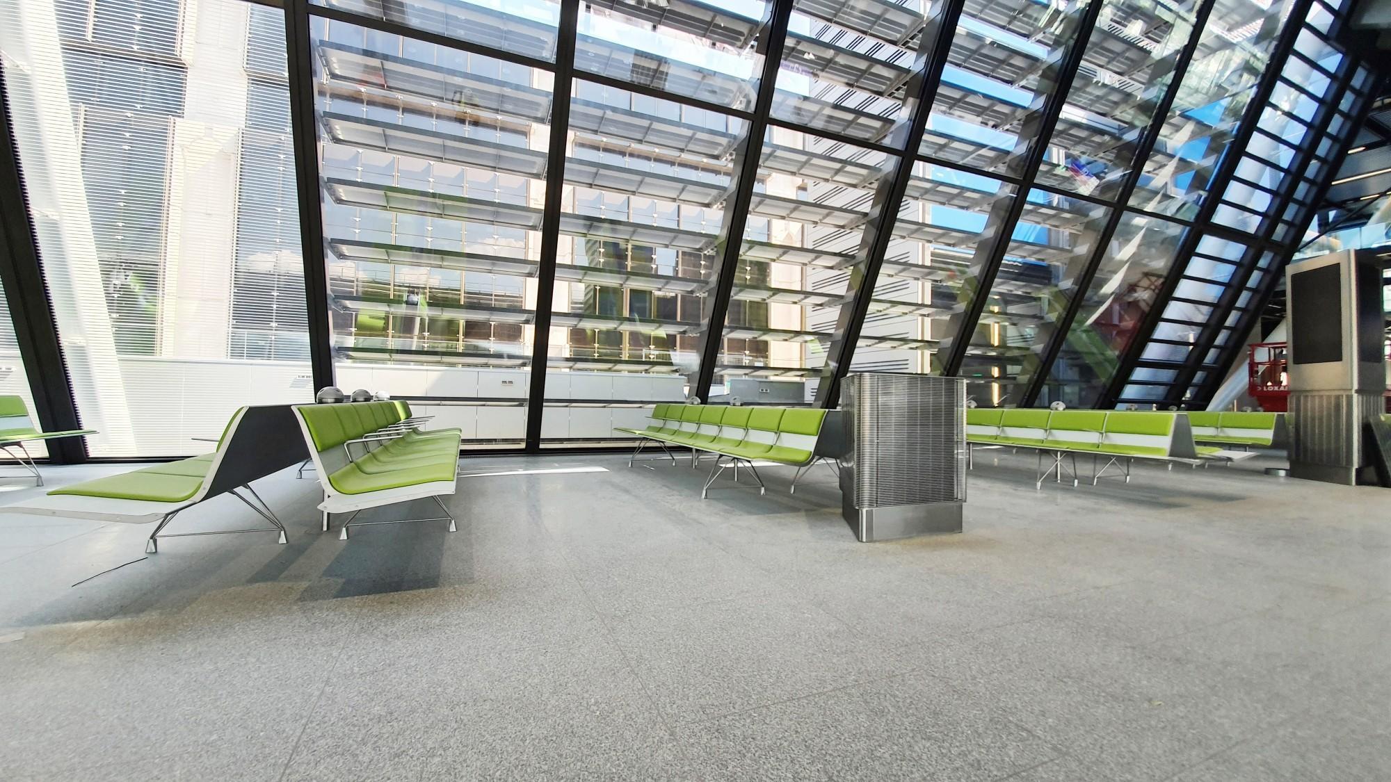CERMIX_GVA_AileEst4Avec ses 520 m de long, son exosquelette métallique et ses façades entièrement vitrées, l'Aile Est - nouveau terminal gros porteurs de l'aéroport de Genève- est un véritable bijou architectural, design et fonctionnel.