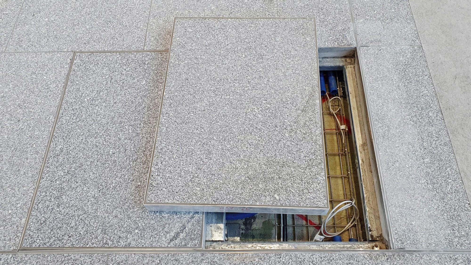 Tous les sols de l'Aile Est, quelque 20'000 m2, sont recouverts de granit et cachent un plancher technique qui doit résister à de fortes sollicitations. Afin de garantir un collage parfait des dalles sur le plancher technique, les spécialistes de Cermix o