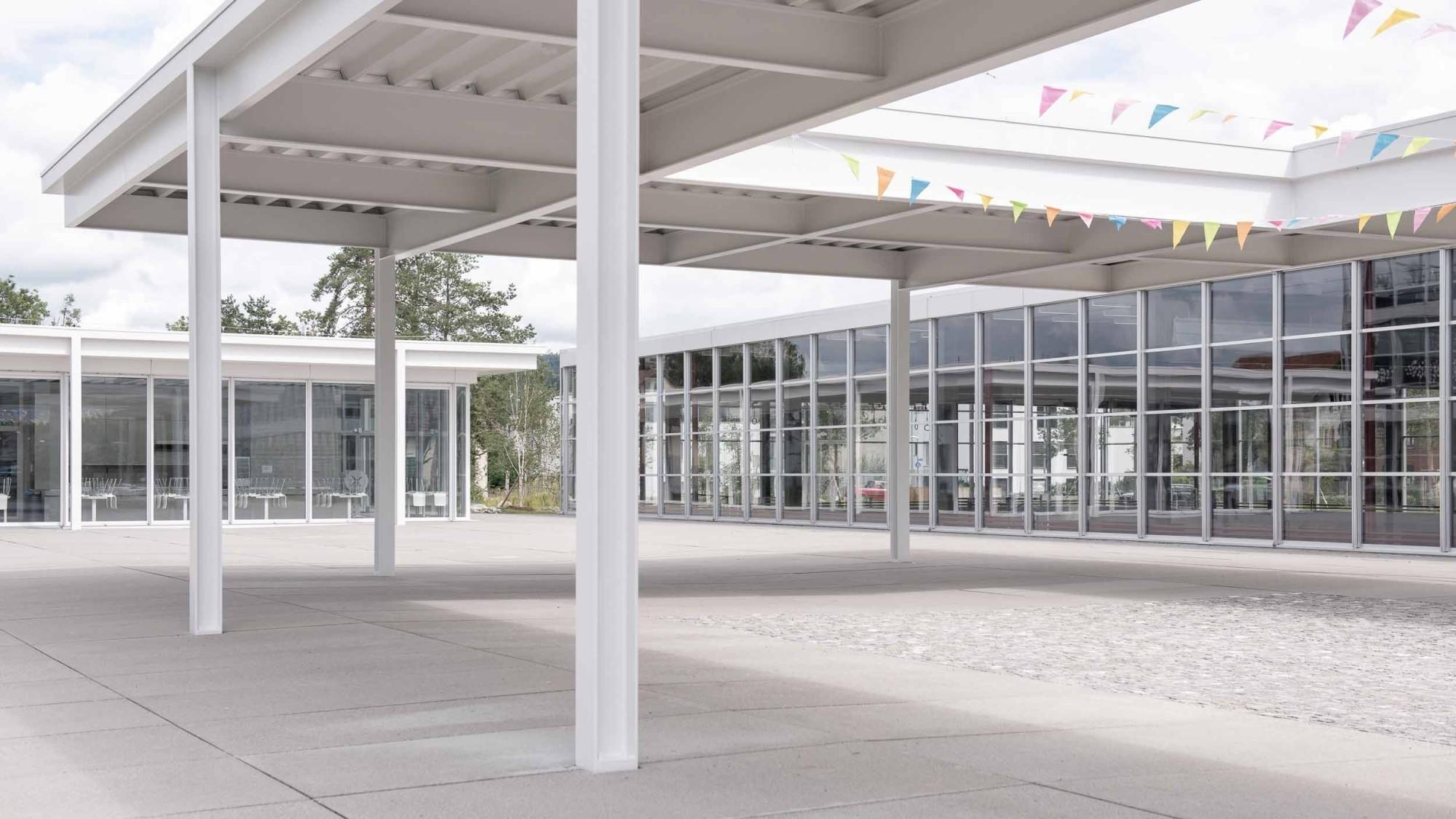 Le complexe scolaire à Auen sélectionné en première position.